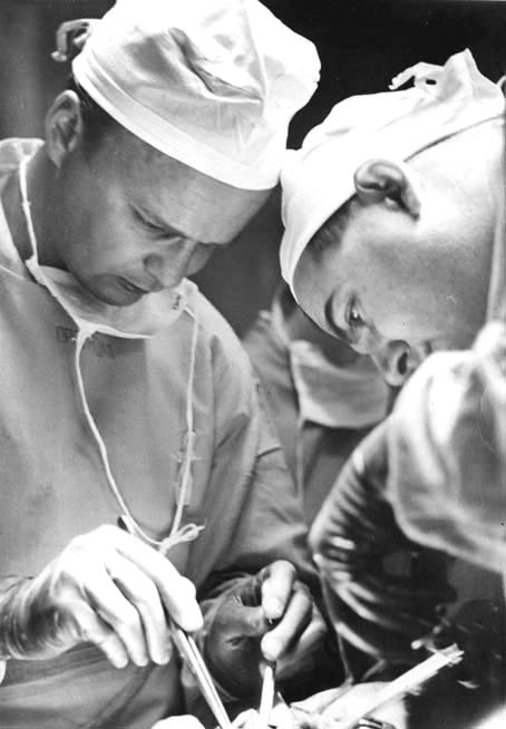 Dr. Lillehei in surgery with Dr. Varco, 1954.