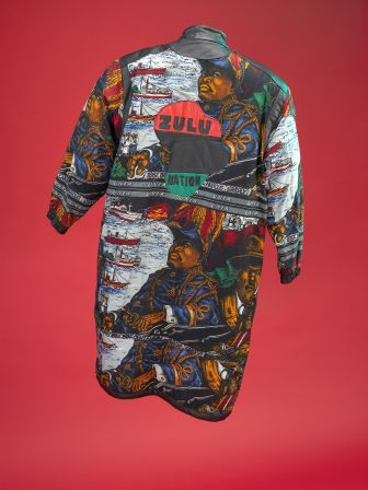 Afrika Bamabatta coat, back view.