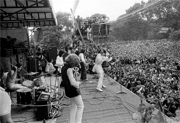Image of Rolling Stones on stage