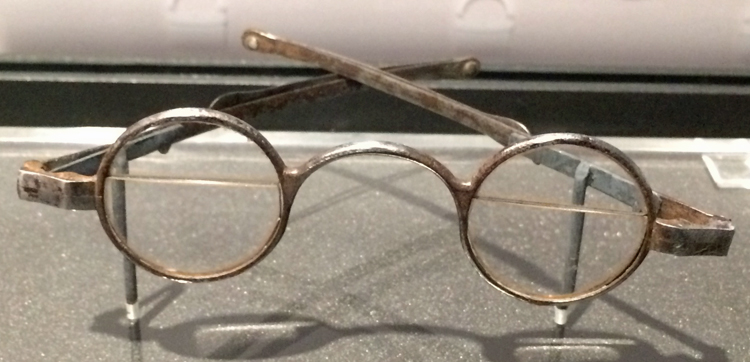 Bifocal eyeglasses from about 1790, based on Franklin's original design