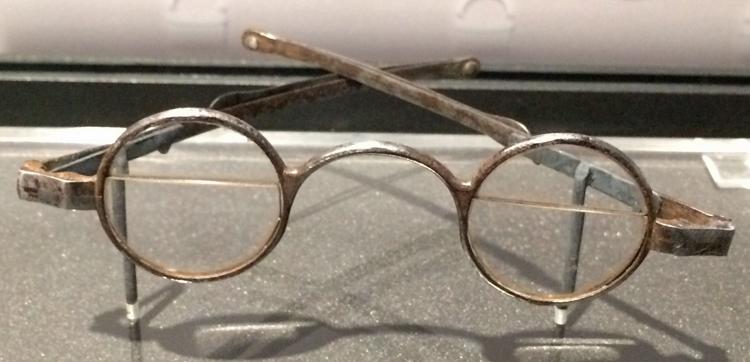 Bifocal eyeglasses from about 1790, based on Franklin's original design
