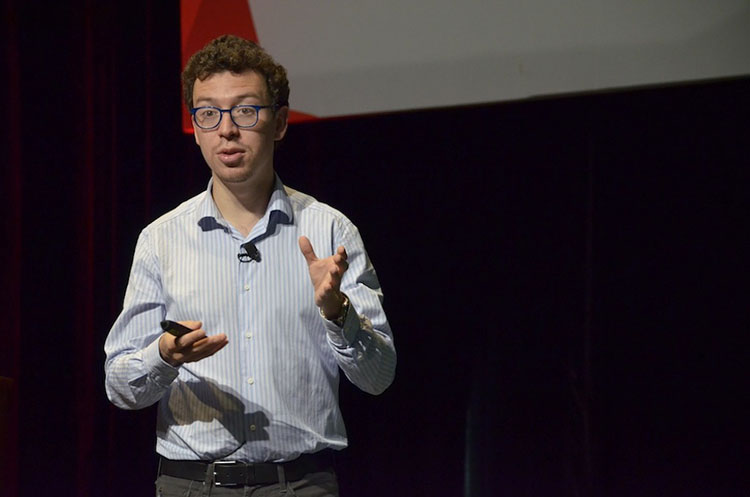 Luis von Ahn speaking on stage at the Wikimedia conference in Mexico in 2015.