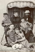 Wilhelm Bartelmann seated in a strandkorb, or early beach chair, with his wife Elisabeth and their children (2 boys, a girl and a baby). The family wear Victorian era clothing. Image courtesy of Bartelmann.com.