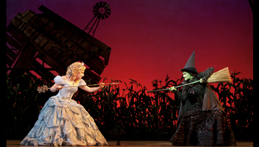 Jeanna De Waal as Glinda and Christine Dwyer as Elphaba in Wicked.