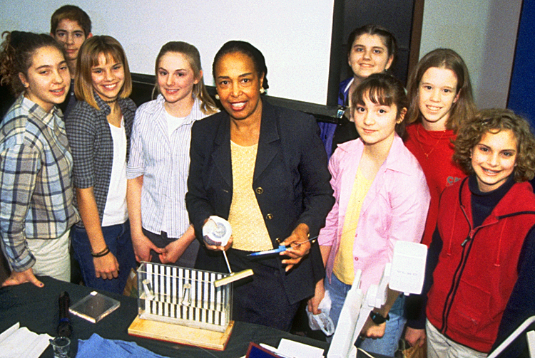 Patricia Bath with students during a Lemelson Center Innovative Lives program, 2000.