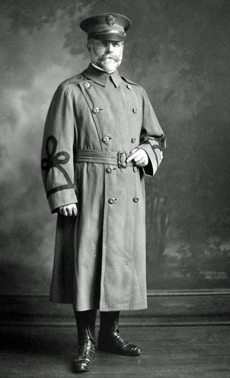 Standing portrait photo of Major William J. Hammer in his Army uniform