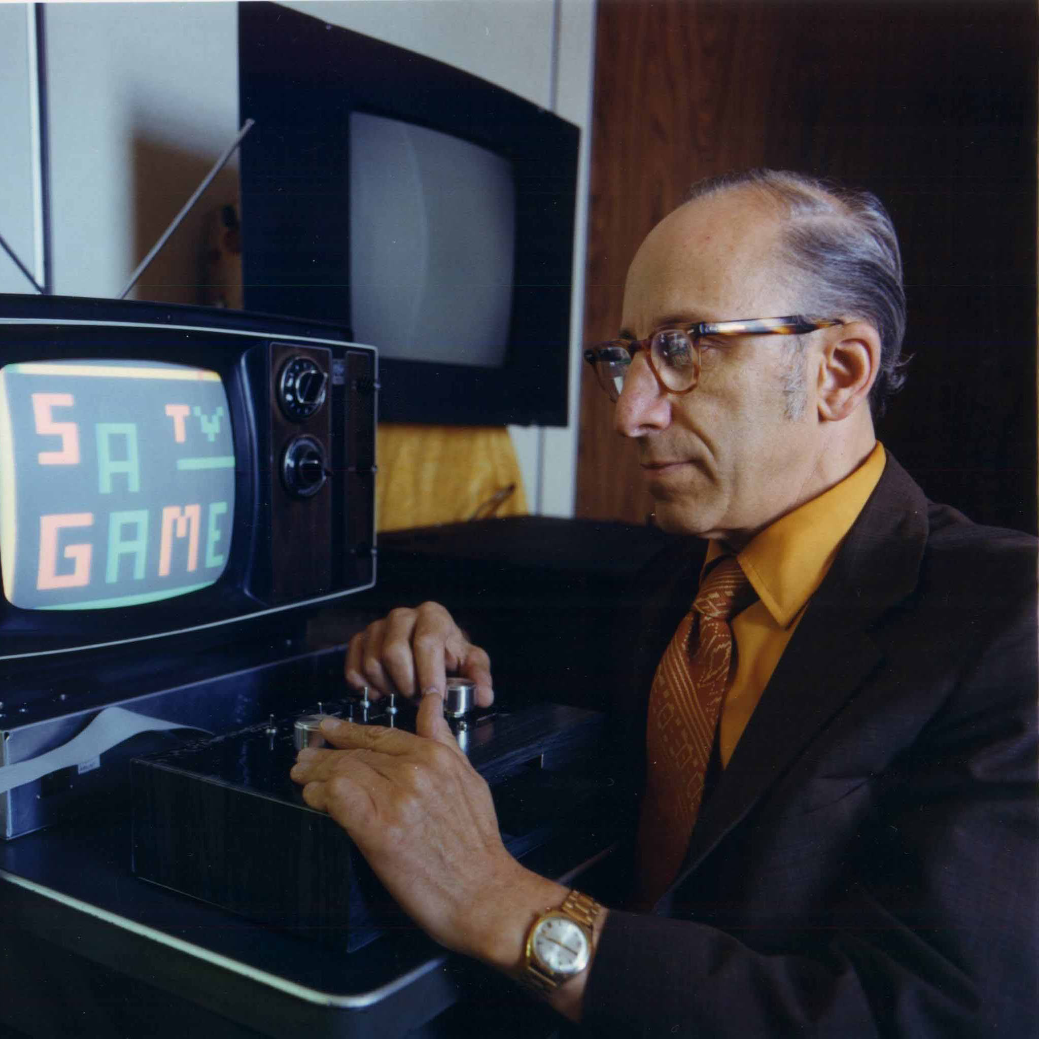 Ralph Baer plays his Telesketch game, 1977.