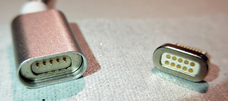 2 rectangular pink metal connectors. The connector on the left has 5 pins, and the one on the right can receive 10 pins.