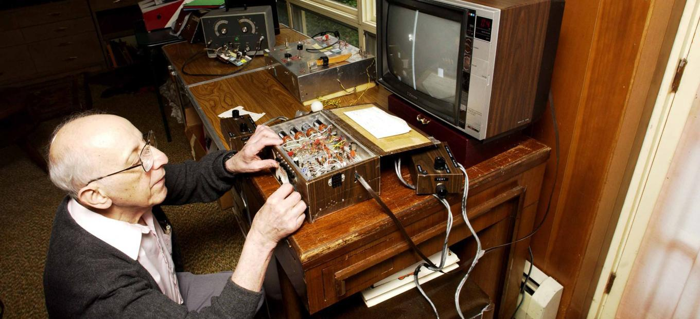 """Ralph Baer tinkering with his """"Brown Box"""""""