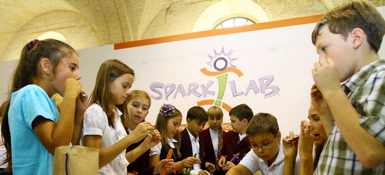 School children make musical instruments out of craft supplies at Spark!Lab in Ukraine.