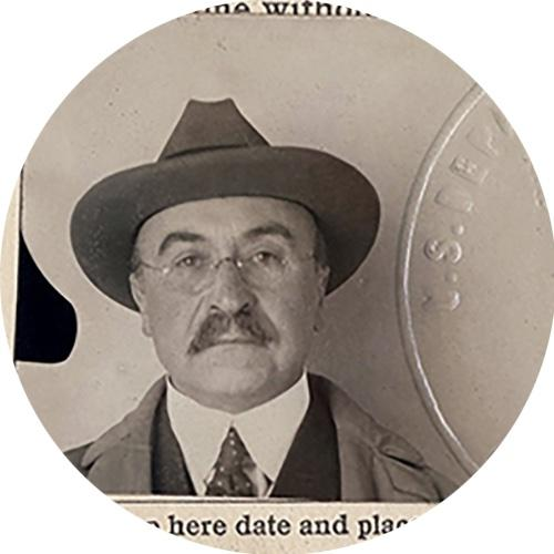 Passport-style photo of Baekeland wearing a hat