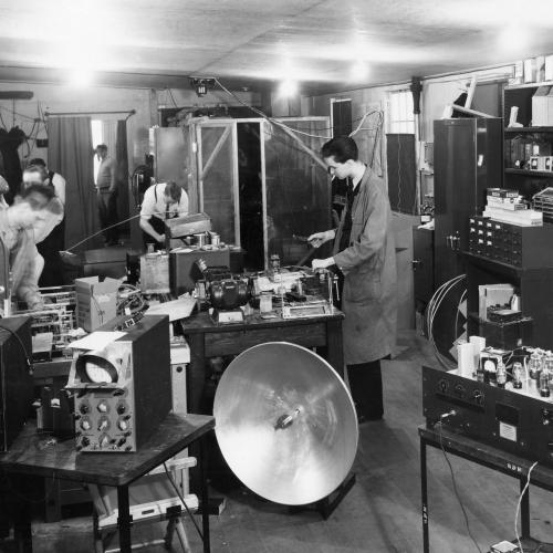 A photo of Edgerton's lab at MIT