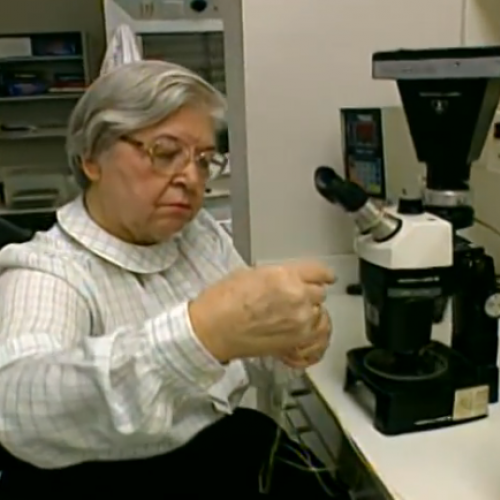 Stephanie Kwolek in her lab